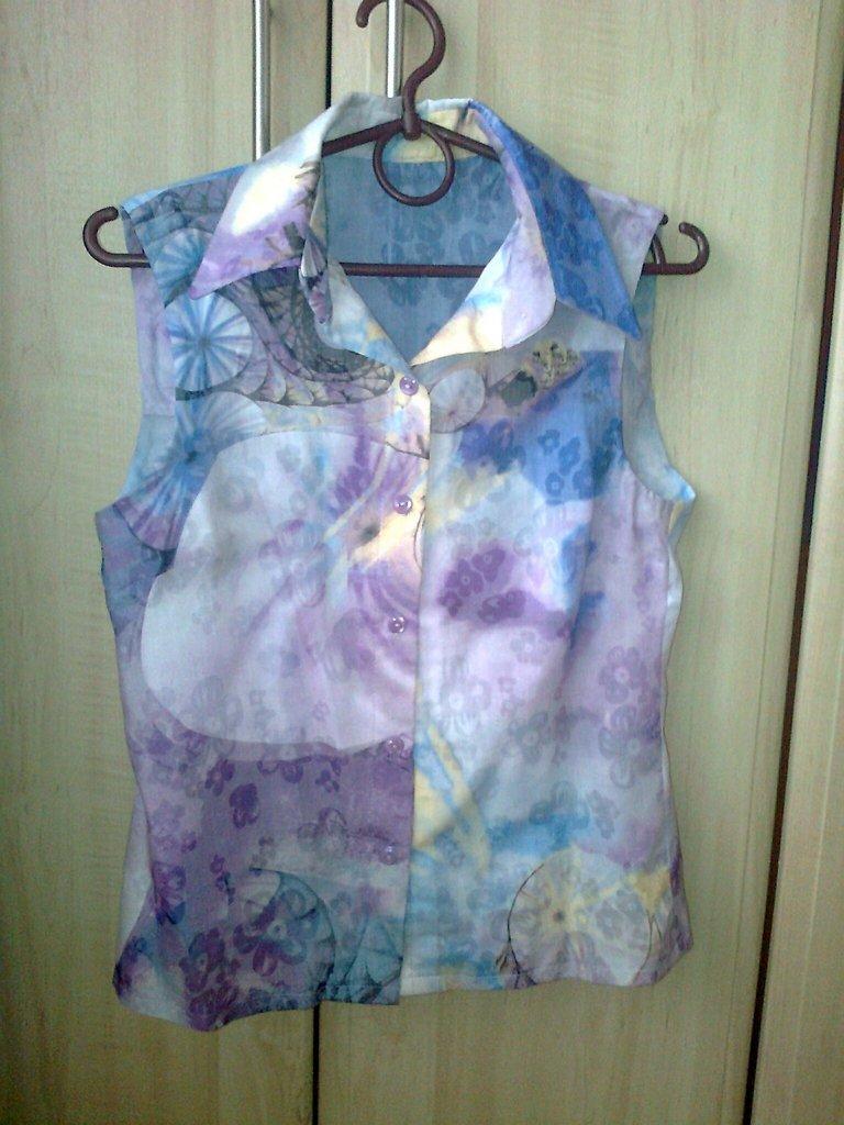 Класическая блузка без рукавов