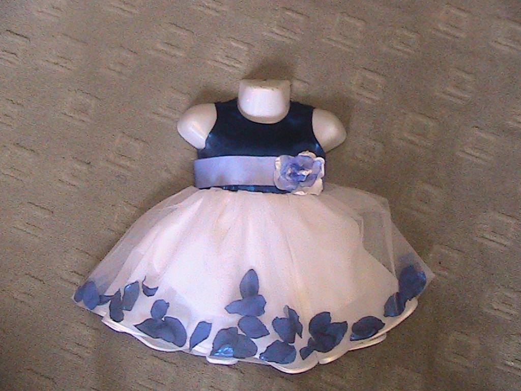 платье с лепесками роз