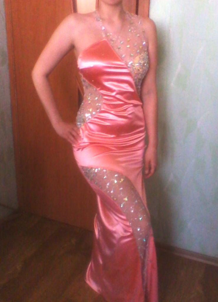 Вечернее контрастное платье