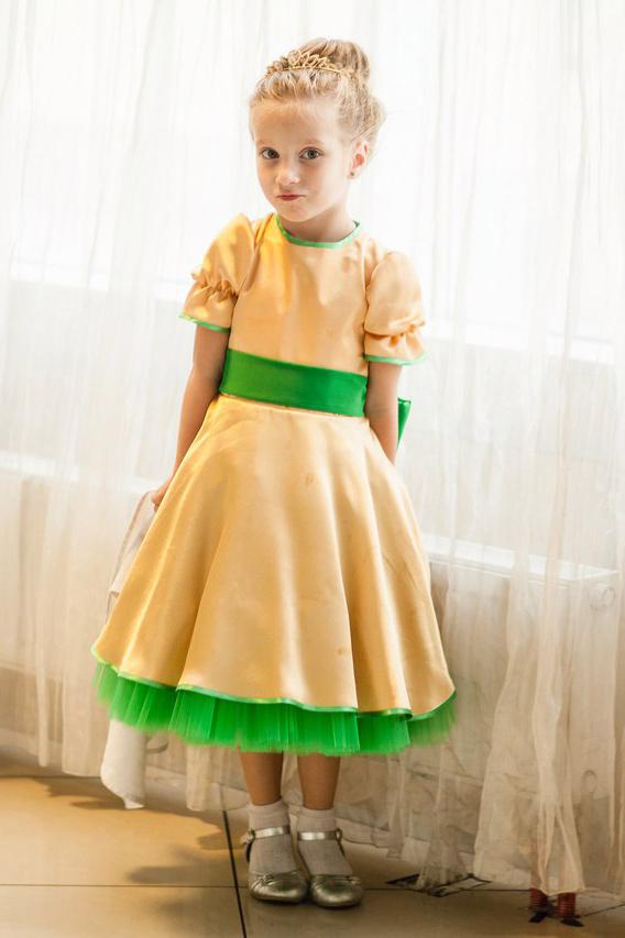 золотое платье 110р.