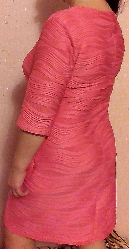 Платье из трикотажа с объёмным рисунком.