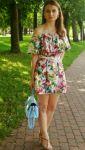 Платье с открытыми плечами и баской